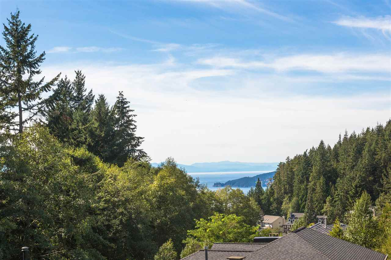 4751 WOODGREEN DRIVE, West Vancouver, BC, V7S 2Z9 Photo 1