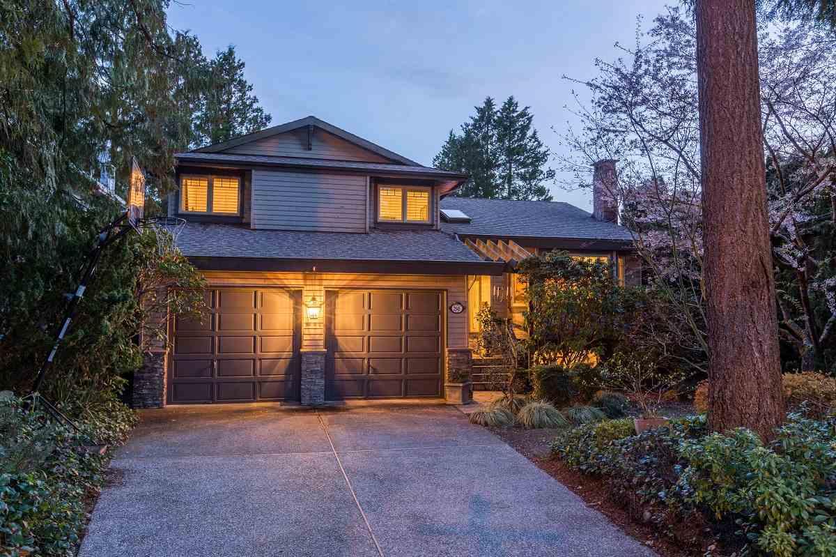 2545 EDGEMONT BOULEVARD, North Vancouver, BC, V7R 2M9 Photo 1