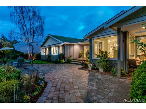 968 Mt. Newton Cross Rd, Central Saanich, BC - CAN (photo 4)