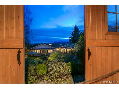 968 Mt. Newton Cross Rd, Central Saanich, BC - CAN (photo 5)