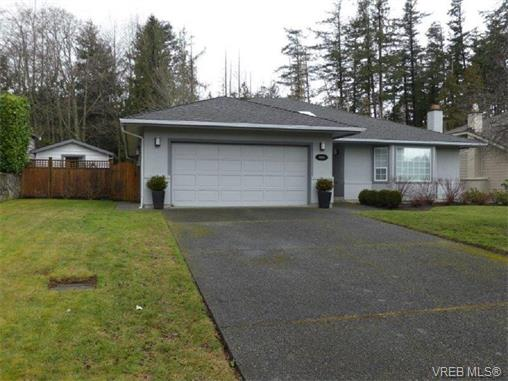 4664 Sunnymead Way, Saanich East, BC, V8Y 2Y3 Photo 1