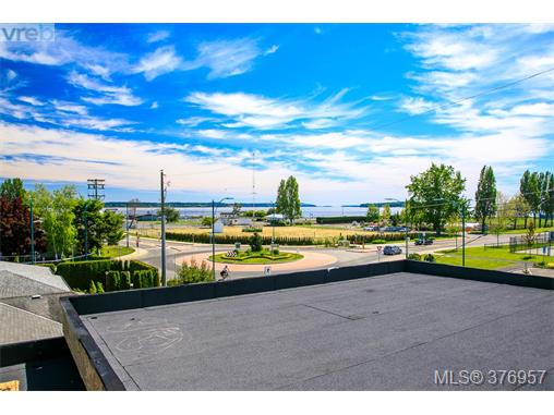 2376 Ocean Ave, Sidney, BC - CAN (photo 5)