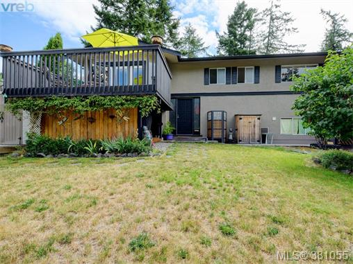 6807 Wallace Dr, Central Saanich, BC - CAN (photo 1)