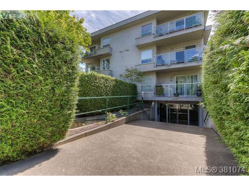 304 1039 Caledonia Ave, Victoria, BC, V8T 1E7 Photo 1