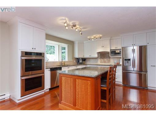 11245 Hedgerow Dr, North Saanich, BC - CAN (photo 5)