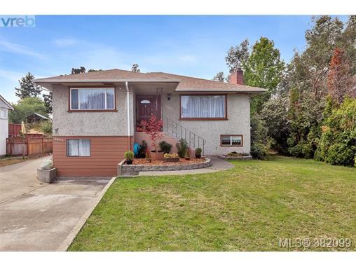3842 Carey Rd, Saanich West, BC, V8Z 4C4 Photo 1