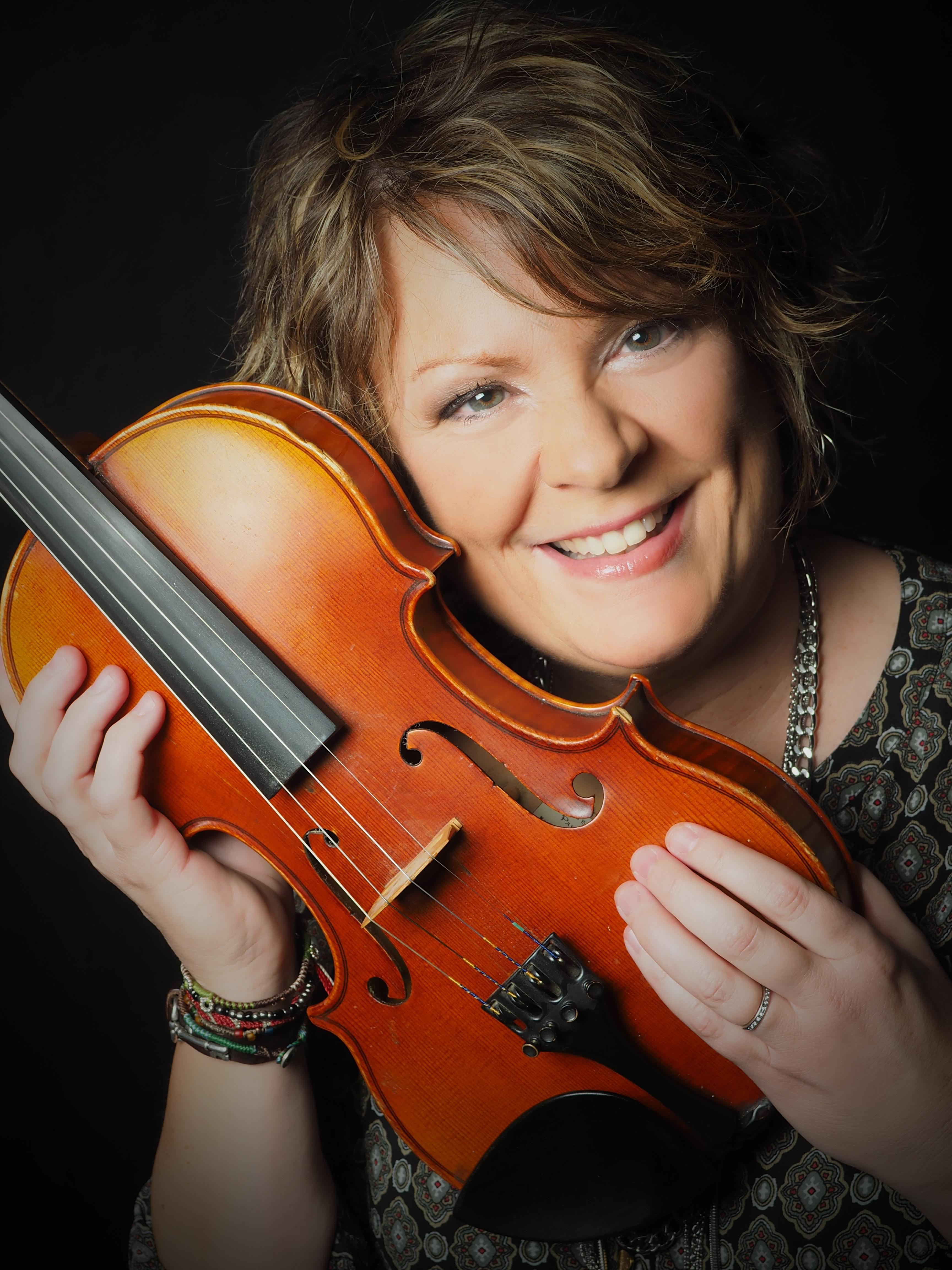 Eileen Ivers Fiddle 058 Vignette C Joseph Killeen
