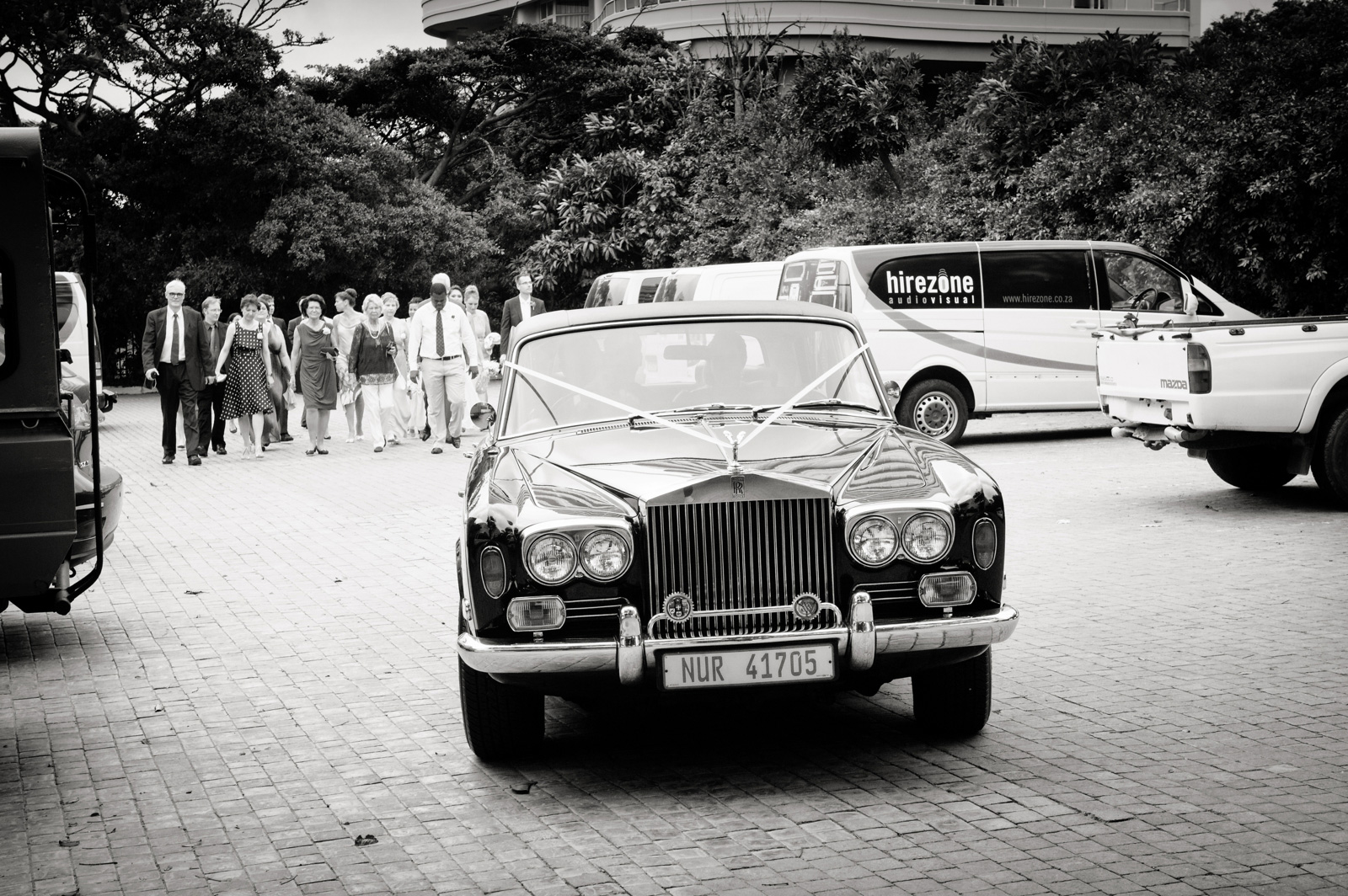 the oyster box hotel wedding photography couple in car