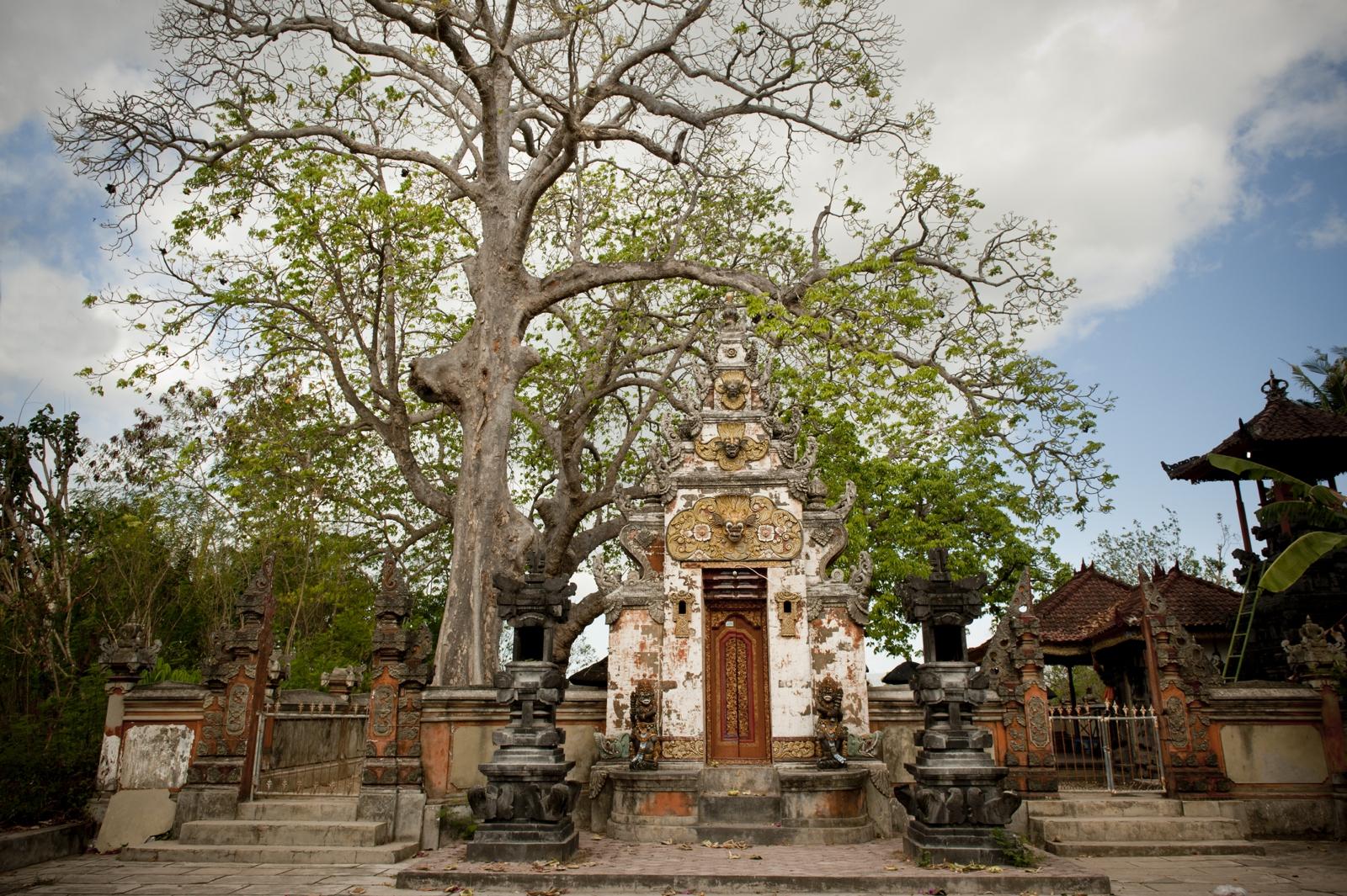 Temple in Nusa Lembongan