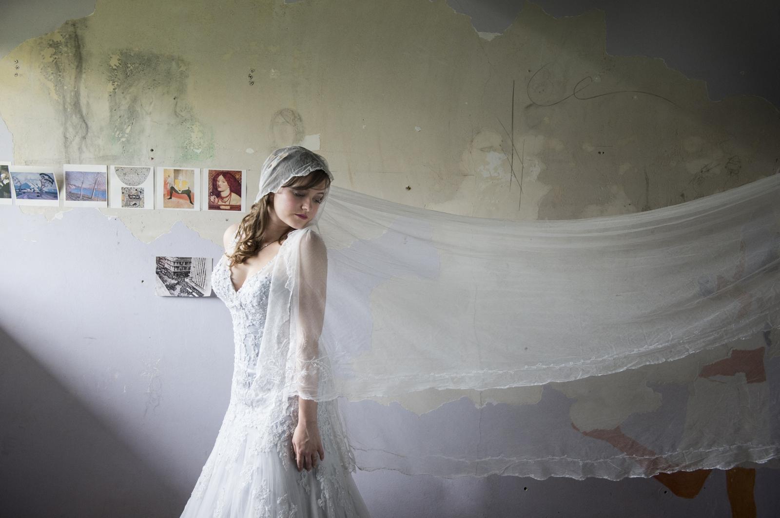 Gypsy bride with vintage veil