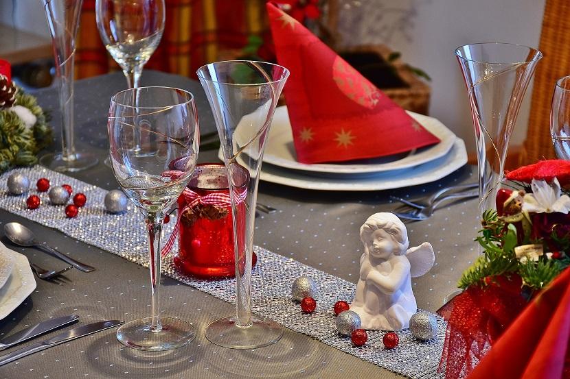 Anjos na decoração de mesa de natal
