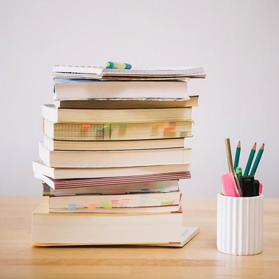 Livro didático escolar