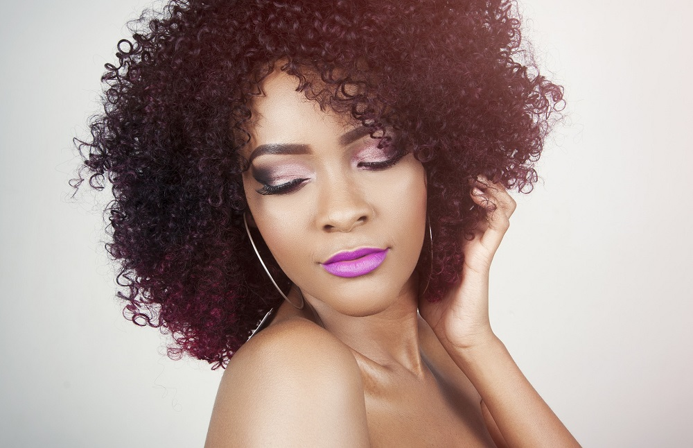 Mulher negra maquiagem
