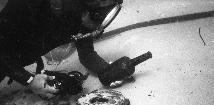 Diver-with-bottle