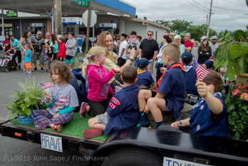 1707_Grand_Parade_Vashon_Strawberry_Festival_2016_071616