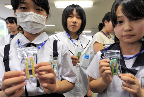 Fukushima gives radiation meters to pregnant women and children