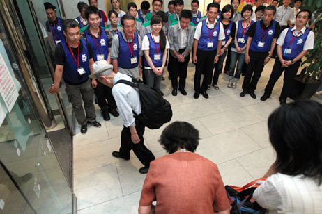 Akasaka Prince closes doors as last evacuees check out