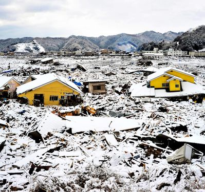 Snow adds to misery of quake survivors