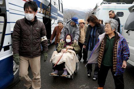 Evacuations create bitterness in quake-hit communities