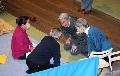 Emperor, empress visit earthquake and tsunami evacuees