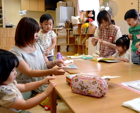 ASAHI SURVEY: Mothers who evacuated with children face difficulties