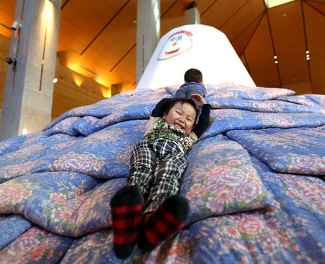 Futon art brings fun for Fukushima children