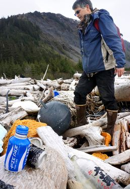 33,000 tons of tsunami debris to hit North American shores by June