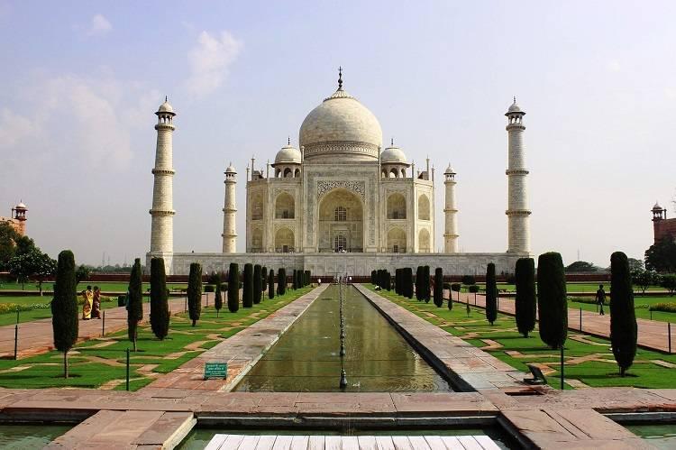 Asian travel destination taj mahal