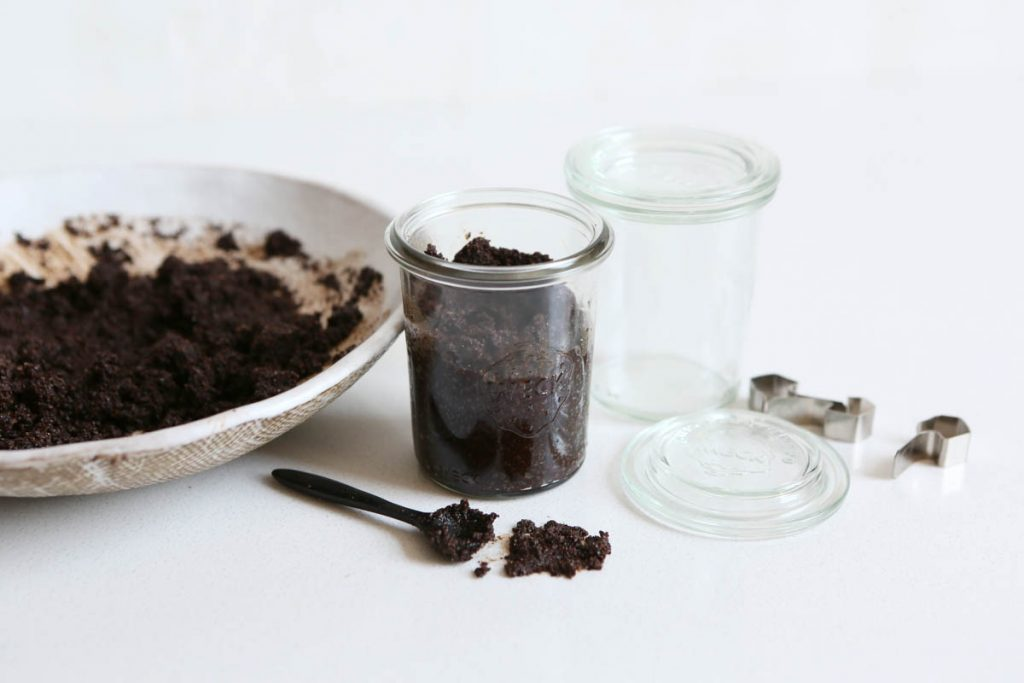 An Invigorating Homemade Coffee Scrub Recipe