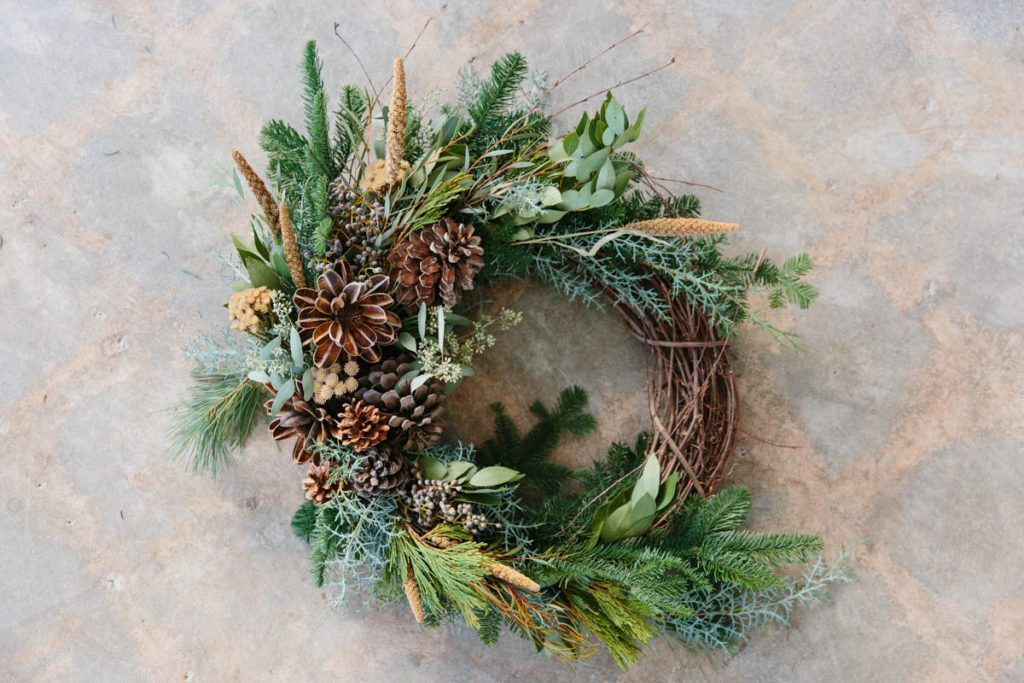 jenni-kayne_mooncanyon_wreath-making_nicki-sebastian-photography-3