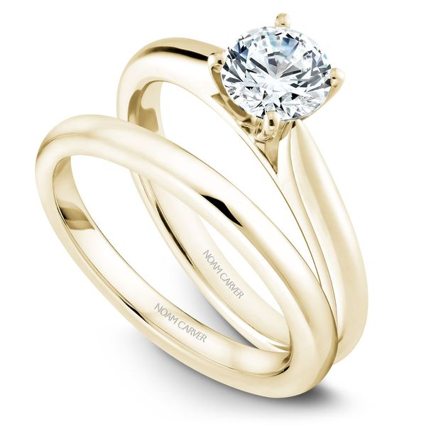 Yellow Gold Engagement Ring With A Round Centerpiece. Image 3  ,