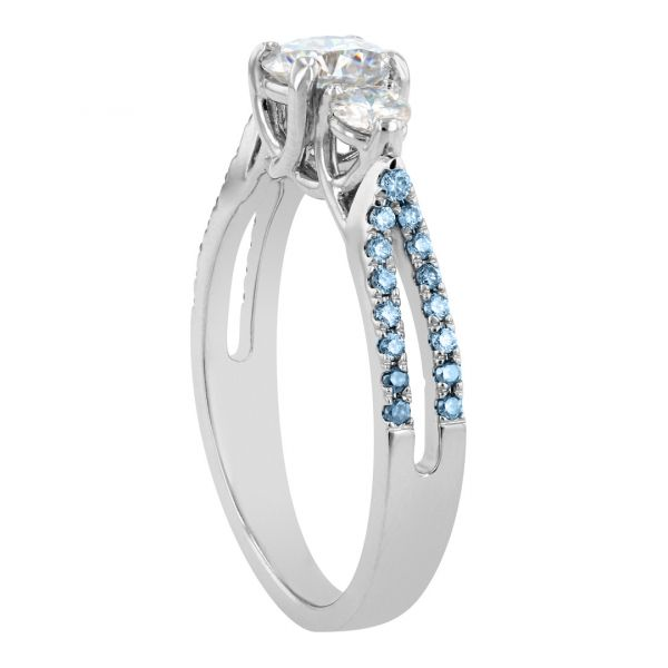 DER120-Three-stone-ring-blue-accent-diamonds2