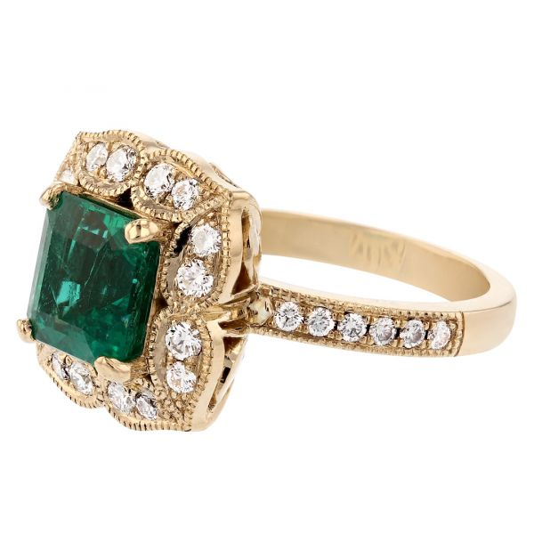 FR113-Antique-emerald-ring- floral-diamond-halo4