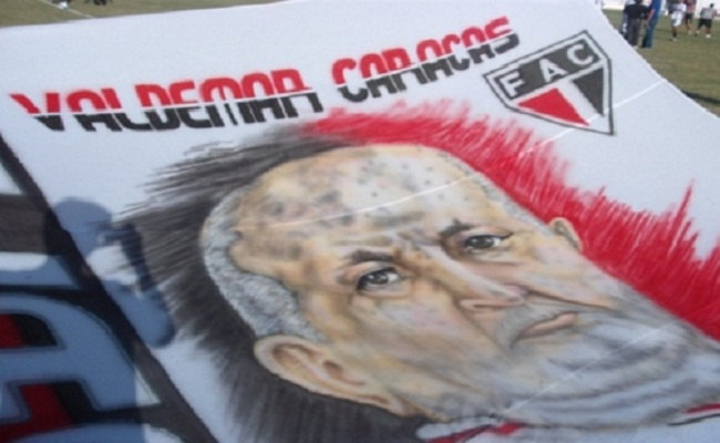Fotos-desenhos dos ex-jogadores e dos torcedores ilustres ficarão ao lado de Waldemar Caracas, fundador do Ferroviário. Foto: Verminosos por Futebol