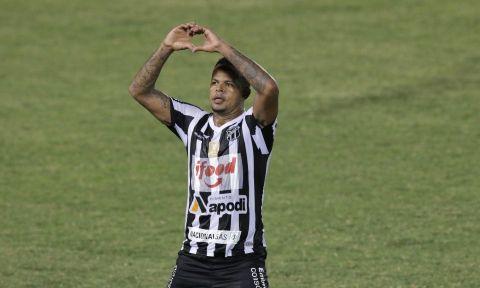O atacante Bill fez o primeiro gol do alvinegro na partida. Foto: Rodrigo Carvalho