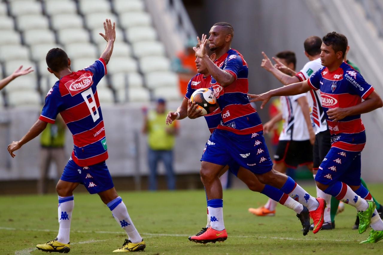 Anselmo marcou o primeiro gol do Fortaleza na partida. Foto: Fábio Lima/O POVO