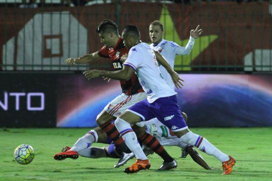 A marcação tricolor foi eficiente e deu poucas chances para o Flamengo durante os 90 minutos de partida. Foto: Flamengo/Divulgação