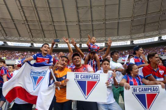 Mais de 55 mil tricolores comemoraram no Castelão o bi estadual do clube. Foto: Fábio Lima/O POVO