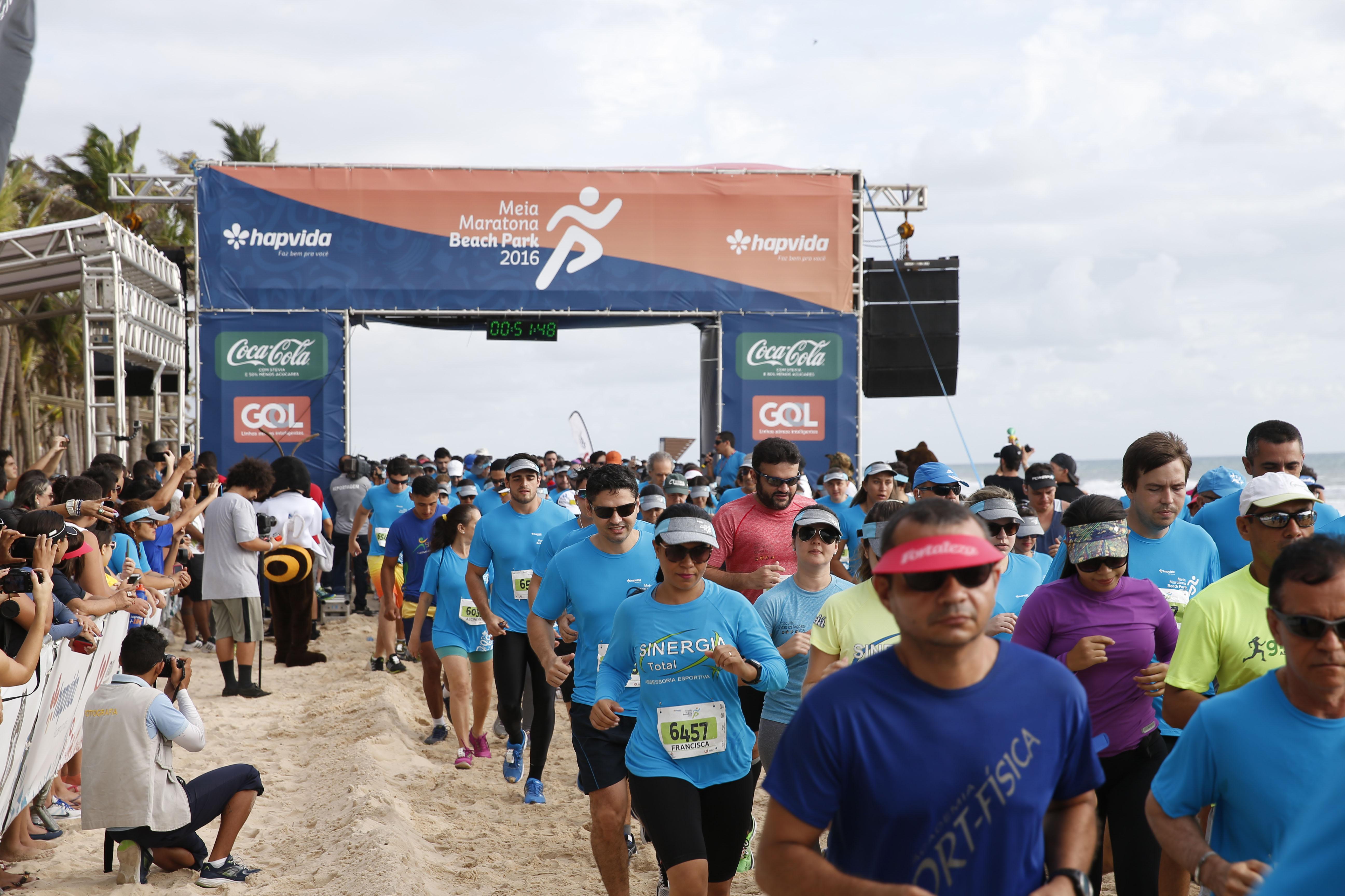 O campeão do vôlei Giba e a musa fitness Gabriela Pugliesi prestigiaram a Meia Maratona. Foto: Felipe Panfili