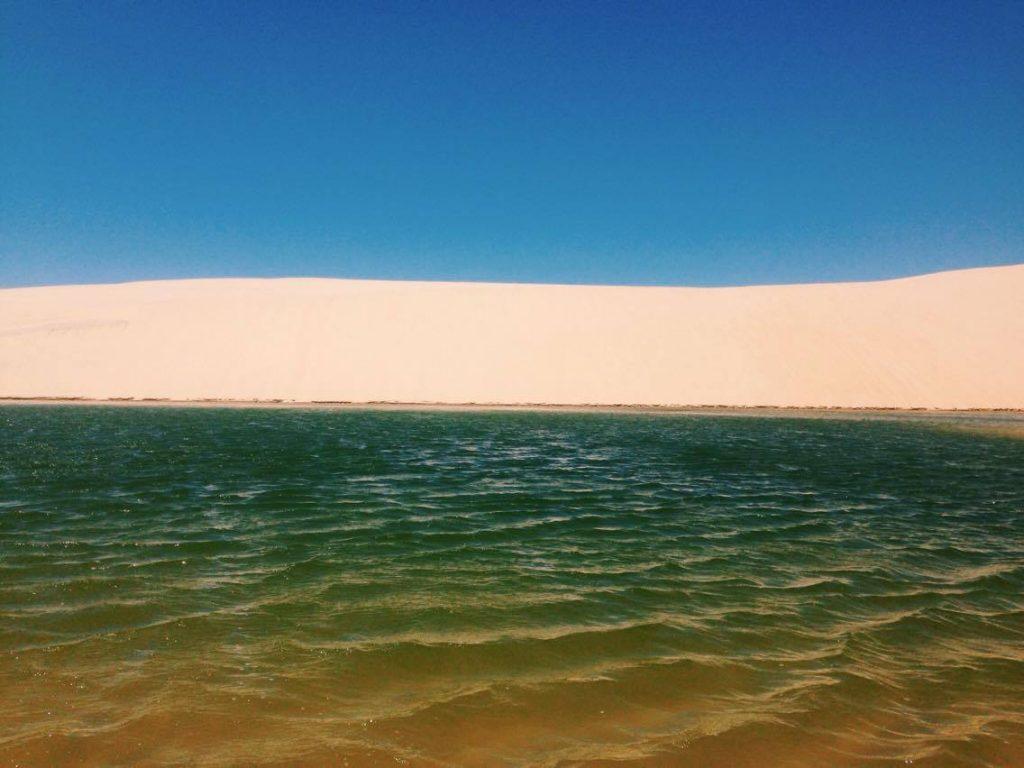 A belaza das lagoas entre as dunas é hipnotizante. (FOTO: Rosana Romão)