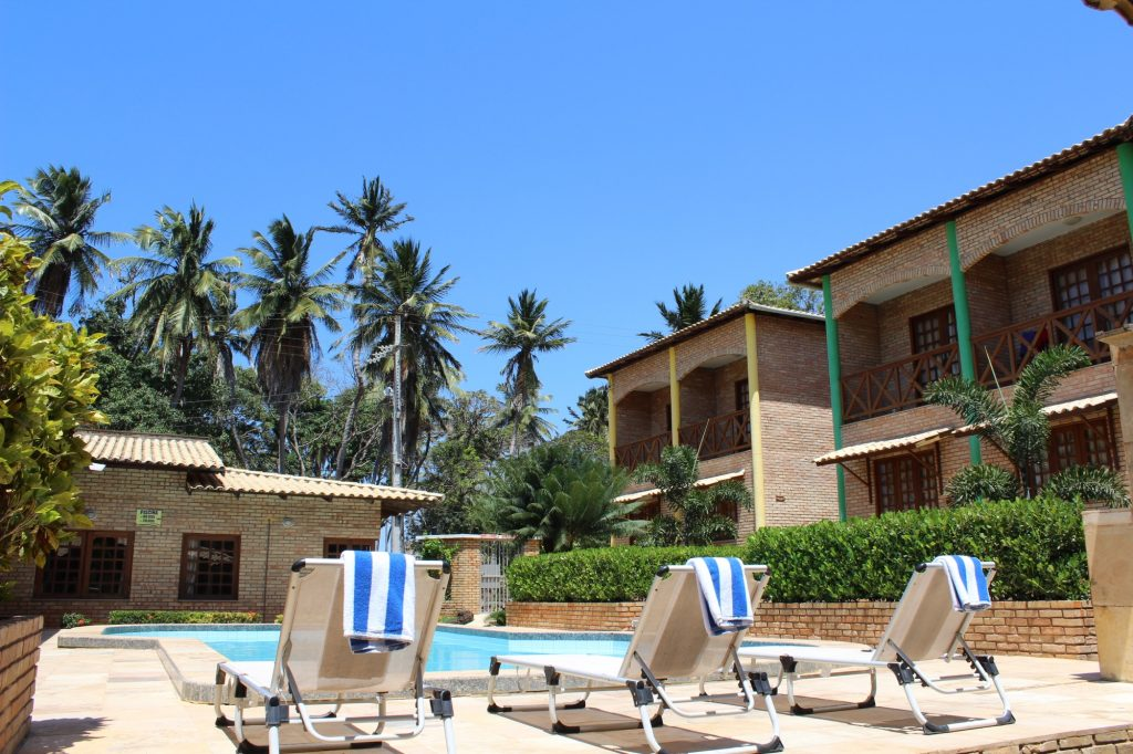 Hotel fica a 50 metros da praia. (FOTO: divulgação)