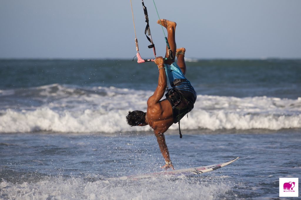 Litoral é o queridinho dos praticantes de kitesurf e windsurf. (FOTO: divulgação)