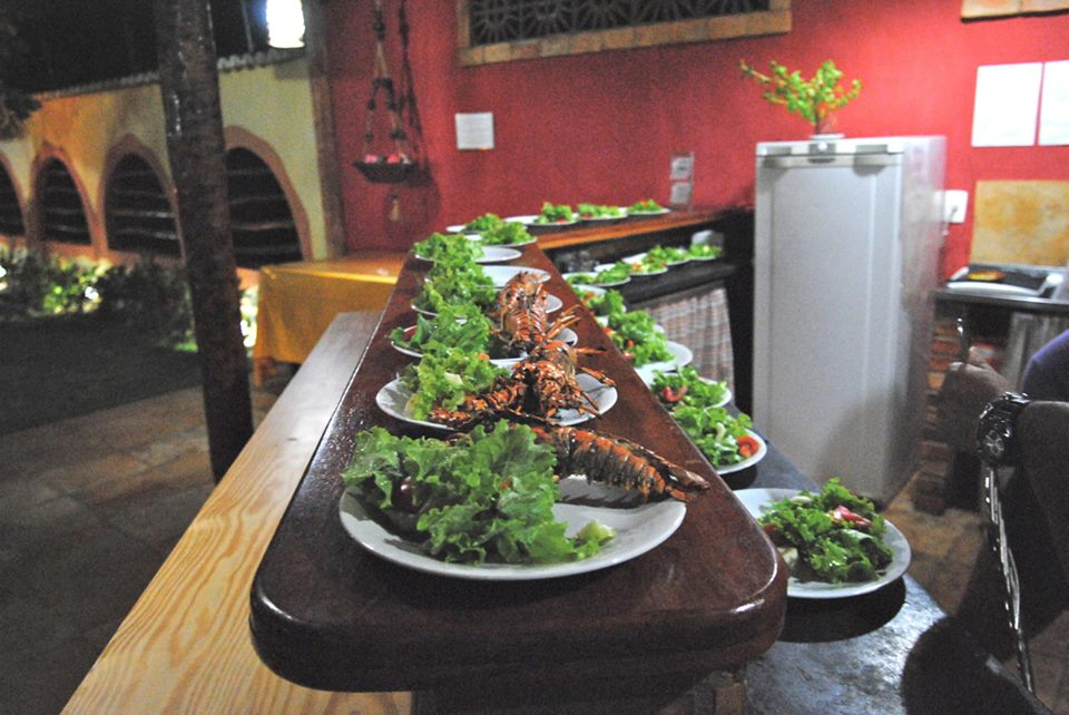 Hotel possui restaurante próprio com cardápio refinado. (FOTO: divulgação)