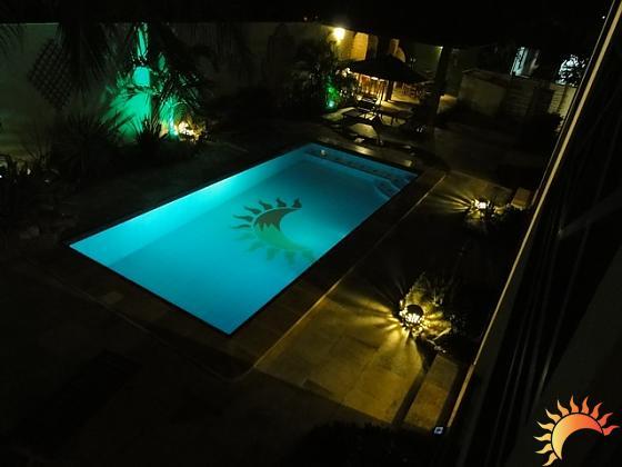 A piscina possui hidromassagem. (FOTO: divulgação)