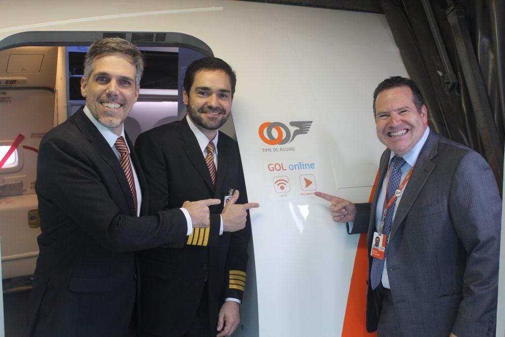 Presidente da GOL Paulo Kakinoff, comandante da GOL, Leonardo Constant, e o diretor de Produtos e Experiência do Cliente, Paulo Miranda. (FOTO: divulgação)