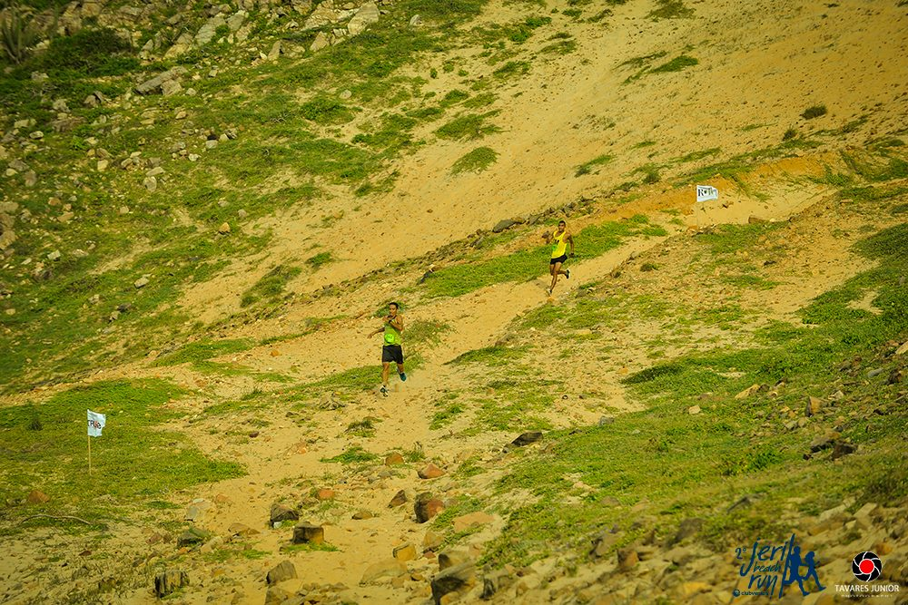 O percurso é composto por terrenos variados, como areia batida, pedras, praias e trilhas. (FOTO: Tavares Júnior)