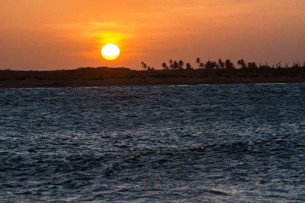 Pôr-do-sol no rio Mundaú. (FOTO: Fábio Arruda)