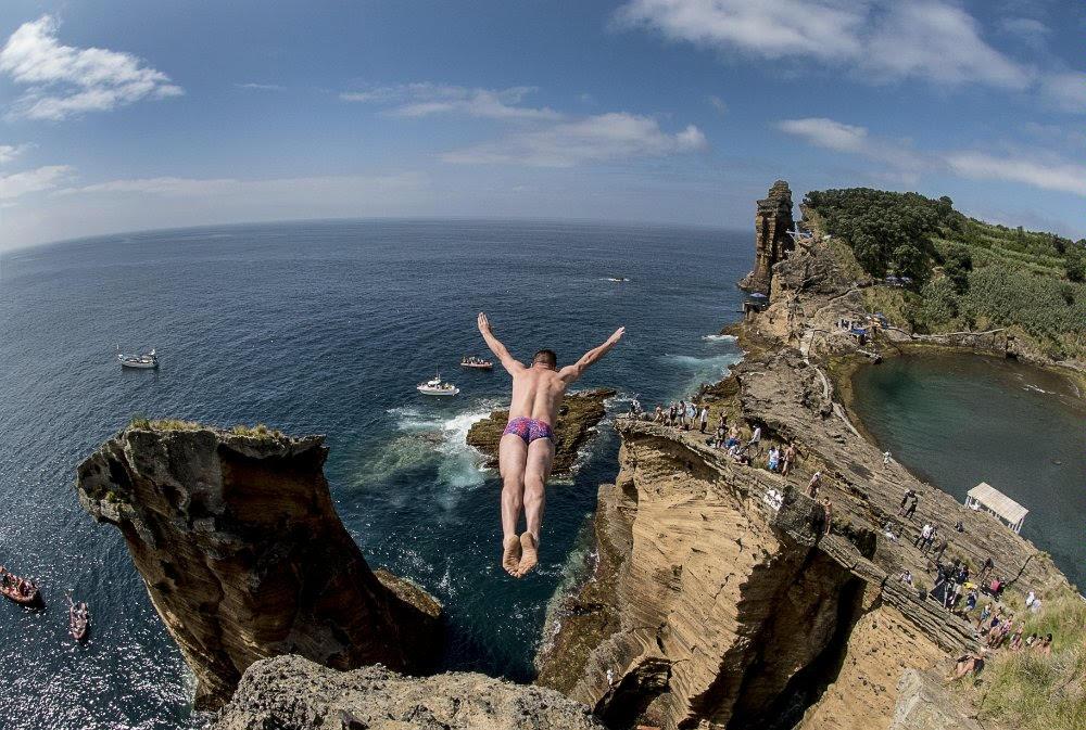 penhasco salto mergulho