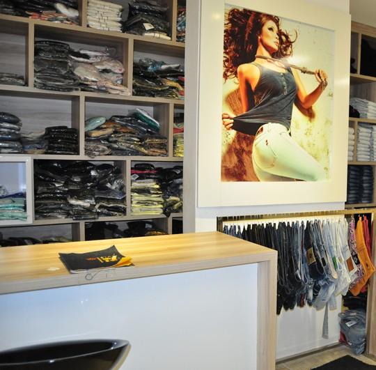 Handara e Ferrovia Eyewear inauguram lojas do Maraponga Mart Moda ... cbe258c12f
