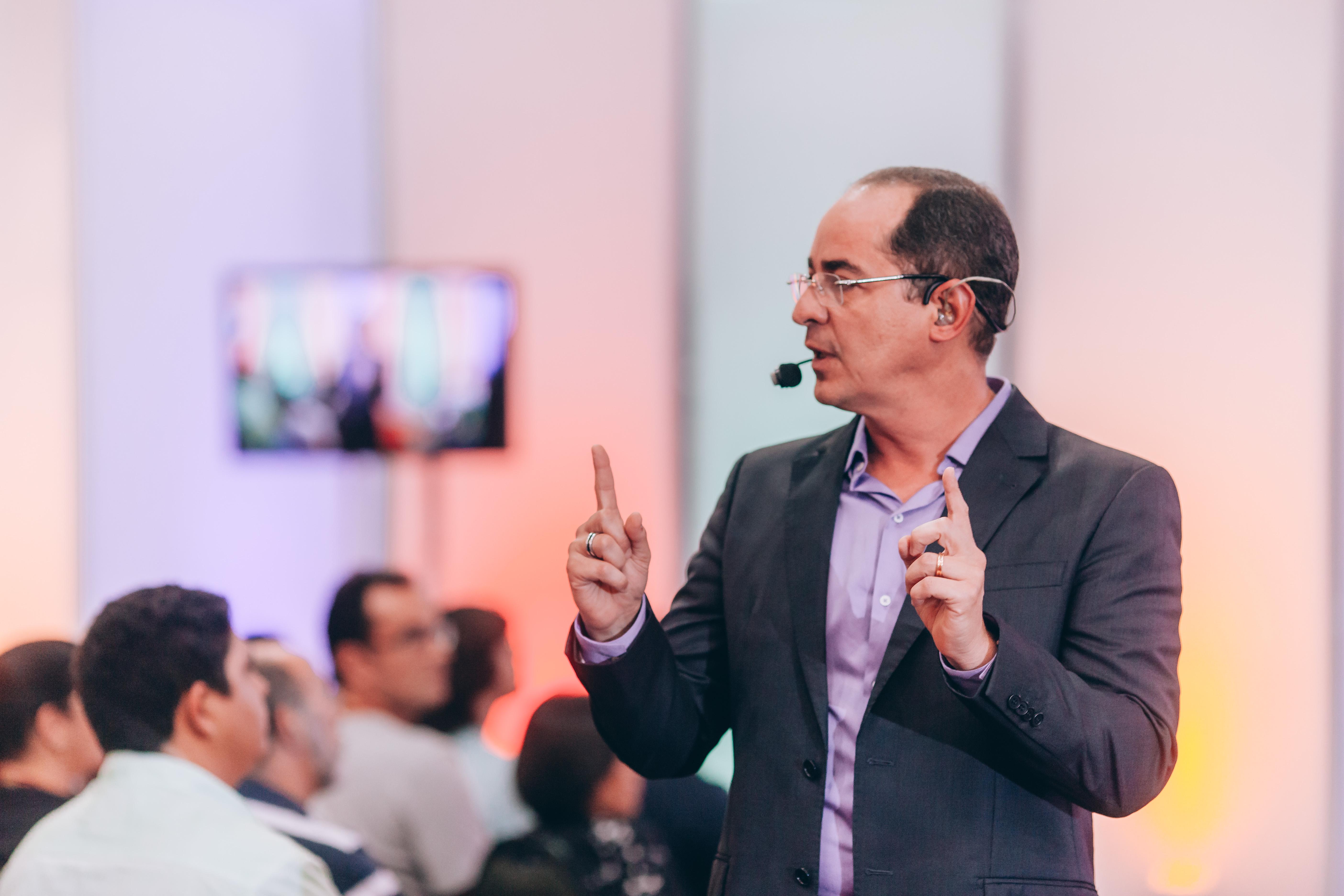 """96d696f749c94 Autor e master coach cearense Paulo Vieira palestra no """"Ebulição ..."""